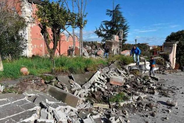 Twin Quakes Strike Japan, No Tsunami Warning Issued