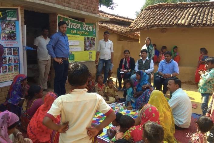 Swasth Bharat Preraks holding a camp in Jharkhand on Poshan Abhiyaan
