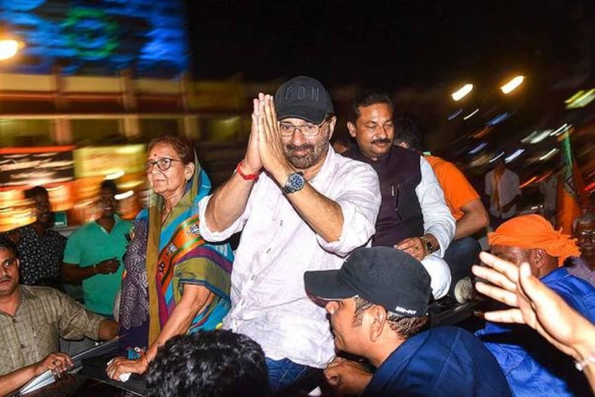 Sunny Deol's Convoy Meets With Accident In Gurdaspur, 4 Vehicles Mangled