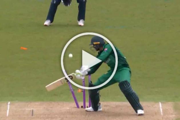 ENG Vs PAK: Shoaib Malik Nails Middle Stump, With His Own Bat | Watch Pakistan Batsman's Unbelievable Hit-Wicket – VIDEO