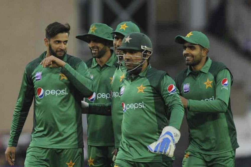 Eng Vs Pak, 4th ODI: Pakistan Captain Sarfraz Ahmed Lets Tom Curran Go, Becomes Butt Of All Jokes – Read Fan Reactions