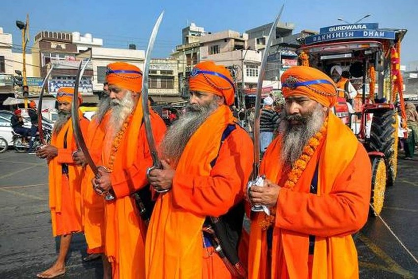 Sikhs Allowed To Possess, Carry Kirpans In UK