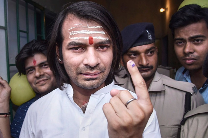 Tej Pratap Yadav's Security Guards Beat Cameraperson, He Says 'Incident A Conspiracy To Murder Him'
