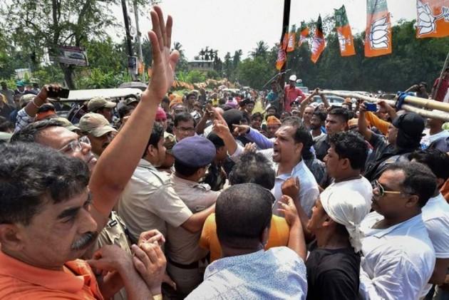 '<em>Kamal Dabao Nahin Toh Thok Doonga</em>': TMC Alleges Central Forces Of Intimidating Voters