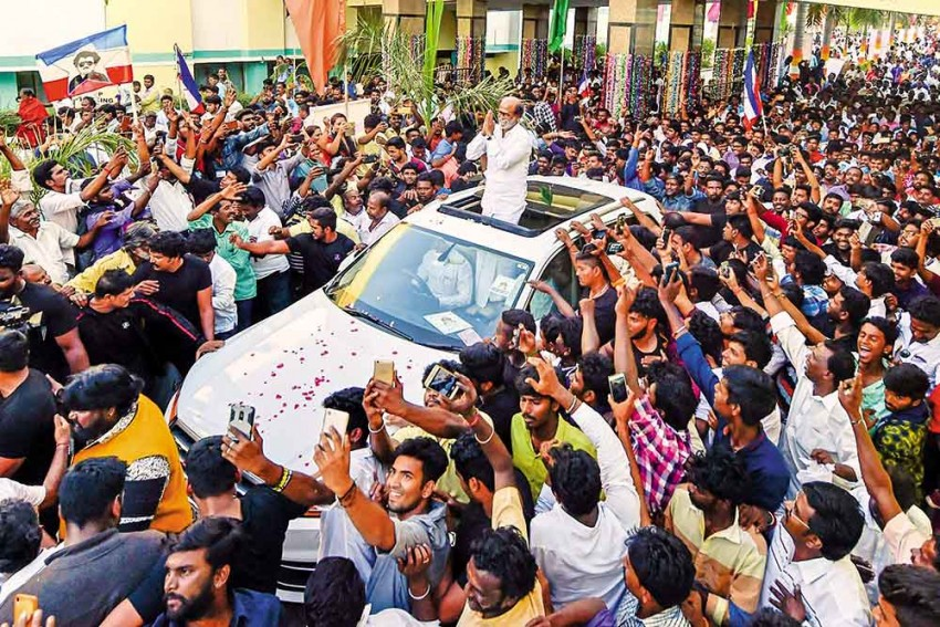 Reel Life Vs Political Life: Can Tamil Superstars Rajinikanth, Kamal Haasan Be Thalapathi?