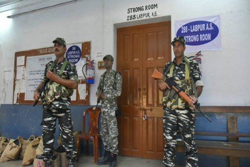 Lok Sabha Election 2019: One Soldier Killed, Another Injured In Shootout At Base Of Central Forces On Poll Duty In Bengal's Howrah