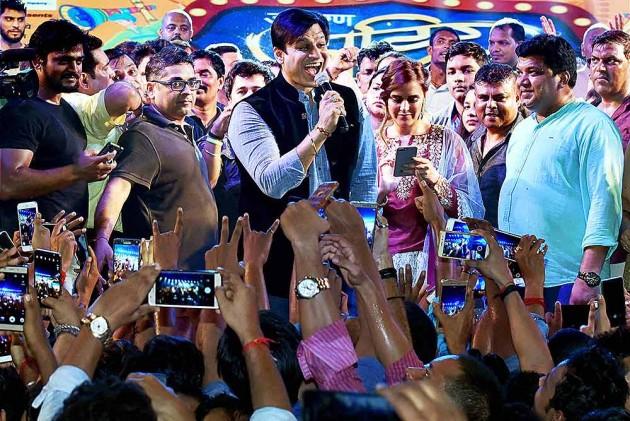 Vivek Oberoi's Exit Poll Meme Involves Aishwarya, Salman And Abhishek; Sparks Row