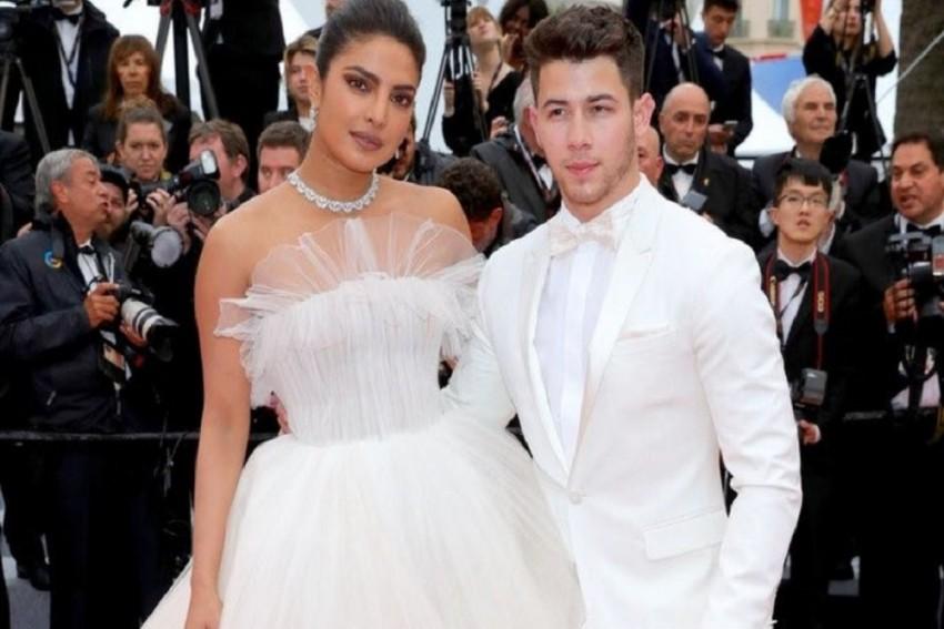 Priyanka Chopra Jonas And Nick Jonas Have A Fairytale Moment At Cannes!