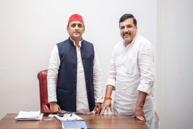 'AAP Ke Saath,' Tweets Akhilesh Yadav; Arvind Kejriwal Responds