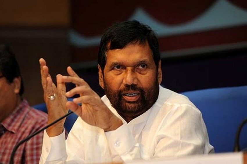 'Sore Losers': Ram Vilas Paswan Slams Opposition For 'Desperation' Over VVPAT Issue 'Indicating Their Defeat'