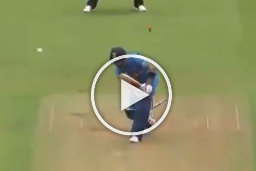 ICC Cricket World Cup 2019, IND Vs NZ: Casual Virat Kohli Bowled, Furious Fans Call Out India Captain – WATCH