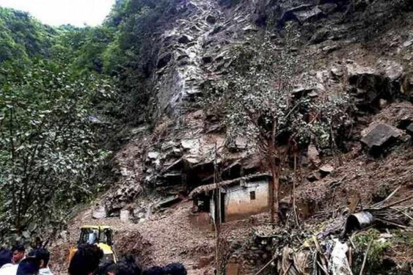 Jammu-Srinagar Highway Closed After Heavy Landslides