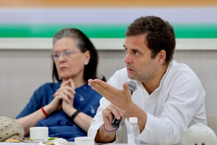 Rahul Gandhi's Offer To Resign Unanimously Rejected By CWC, Asked To Lead In 'Challenging Times'