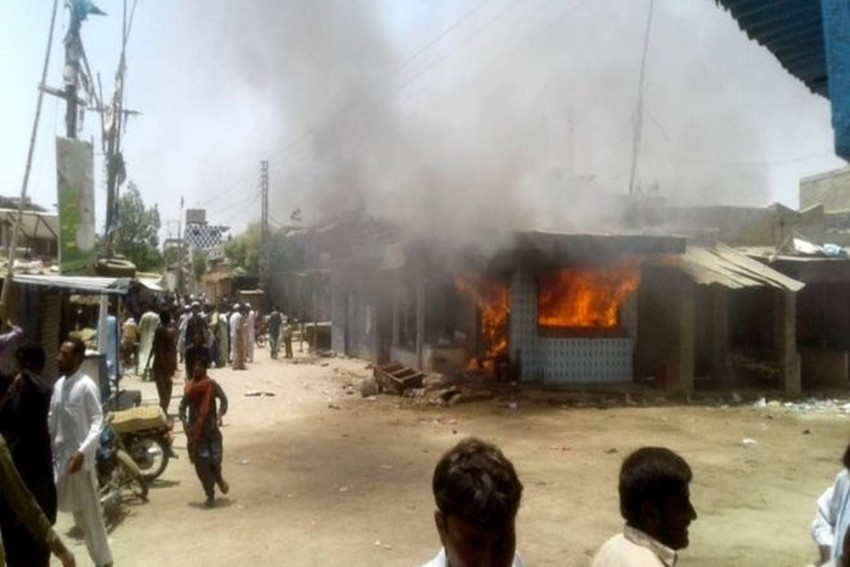 Violence In Pakistan's Sindh Province Following Hindu Doctor's Arrest Over 'Blasphemy' Charges