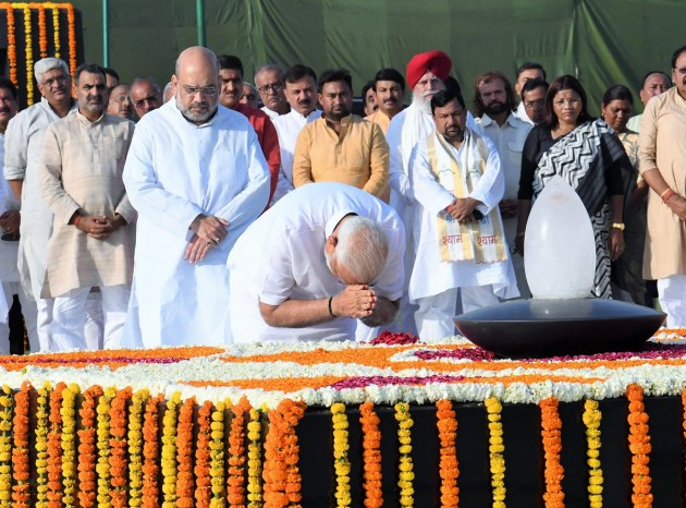 PM Modi Pays Tributes To Mahatma Gandhi, Atal Bihari Vajpayee Ahead Of Swearing In