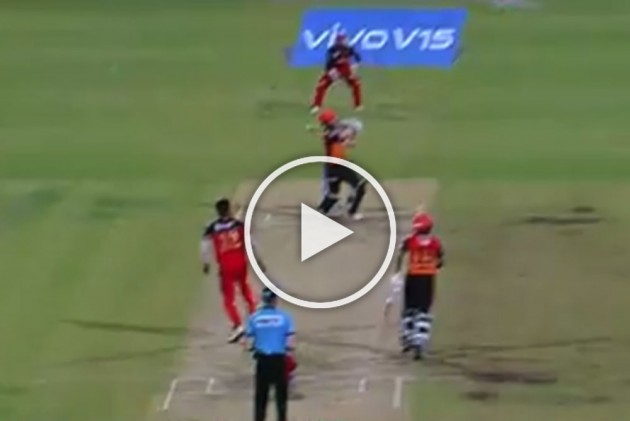 IPL 2019, DC Vs RR: Kane Williamson Destroys Umesh Yadav With 28 Runs In Controversial Final Over – VIDEOS