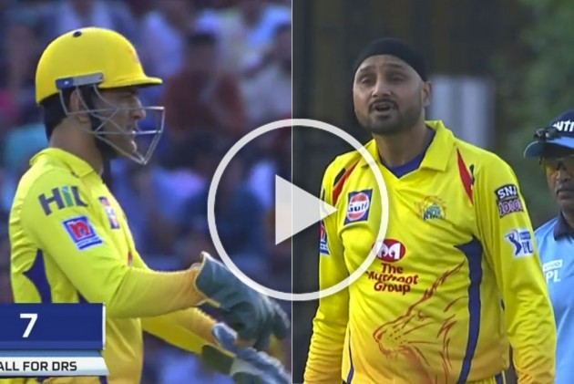 IPL 2019, KXIP Vs CSK: All Seeing MS Dhoni Calms Down Animated Harbhajan Singh – WATCH