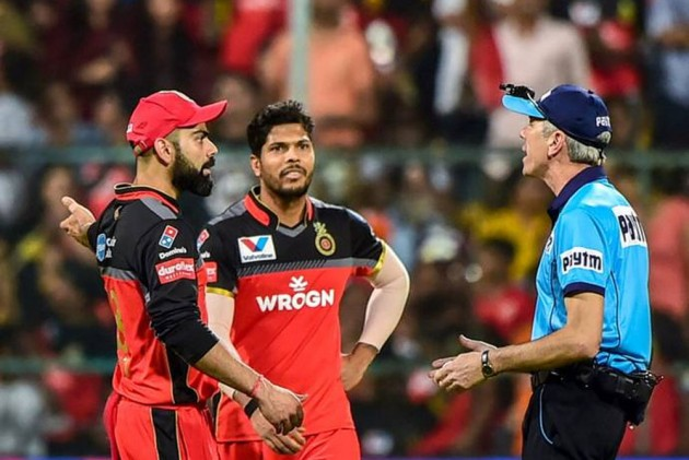 IPL 2019: Umpires Are Untouchables! Nigel Llong Damages Door After Confrontation With Virat Kohli, Sanction Unlikely