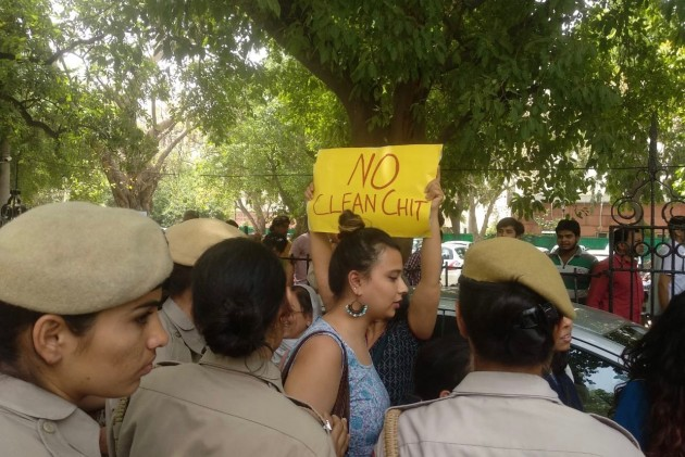 17 Women Detained For Protesting In Connaught Place Against SC Panel's Clean Chit To CJI