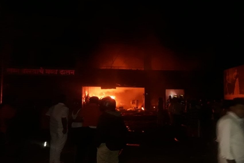 Five Killed In Fire At Cloth Godown In Pune