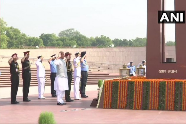 Ahead Of Taking Charge As Defence Minister, Rajnath Pays Tribute To Jawans At National War Memorial