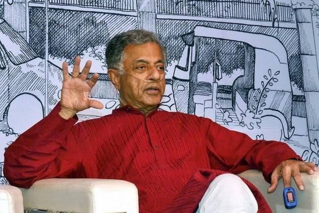 Despite His Criticism Of Tagore's Plays, Girish Karnad Charmed Bengali Artists