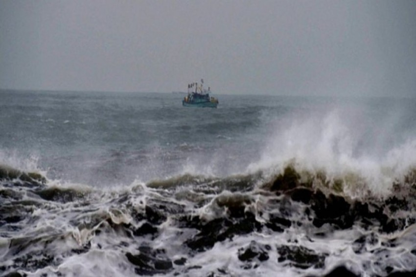 Cyclone 'Vayu' Likely To hit Gujarat Coast On June 13, State Govt On High Alert