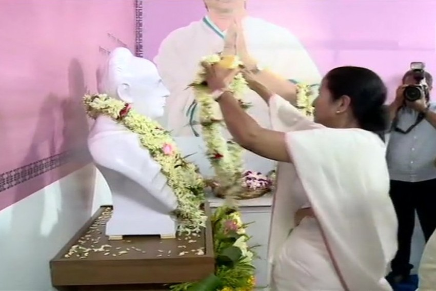 'Eight TMC Workers Among Ten Killed', Mamata Banerjee Says As She Unveils Vidyasagar Bust, Statue