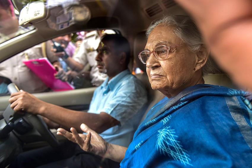 Sheila Dikshit Meets Delhi CM Arvind Kejriwal To Discuss Water, Power Issues