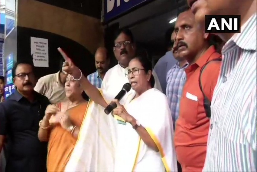 Resume Work In Four Hours Or Face Action: Mamata Banerjee Warns Agitating Junior Doctors