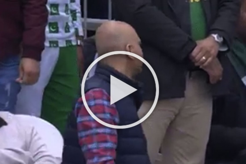 ICC Cricket World Cup 2019, AUS Vs PAK: This Killer Expression Shows The Pain Of Every Pakistani Fan – VIDEO