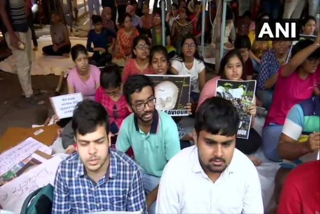 Bengal On Tenterhooks: Doctors' Protest Enters 3rd Day, Guv Calls Meeting To Discuss Law & Order