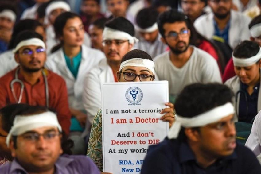 Agitating Bengal Doctors Set 6 Conditions To End Stir, Seek Mamata Banerjee's Apology