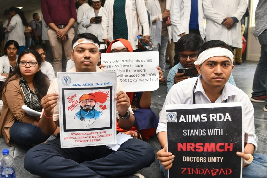 Over 100 Doctors in Bengal Quit As Protests Escalate, 'Don't Make It A Prestige Issue,' Centre Tells Mamata