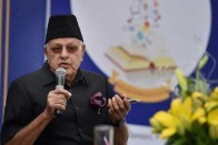 Raising Pro-Modi Slogans, Kashmiri Pandits Prevent Farooq Abdullah From Visiting Srinagar Temple