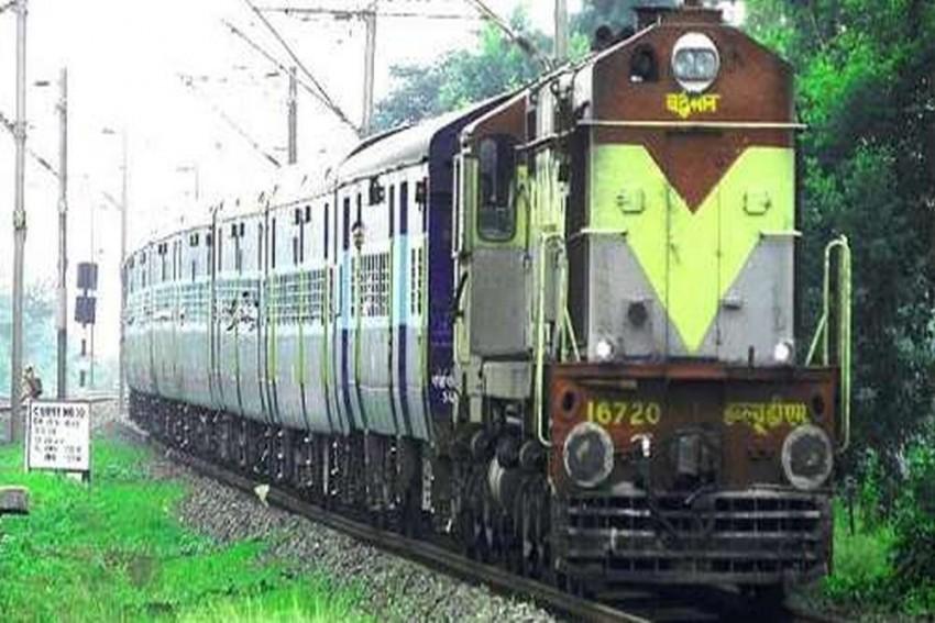 Row Erupts Over Southern Railway Circular Making English, Hindi Mandatory