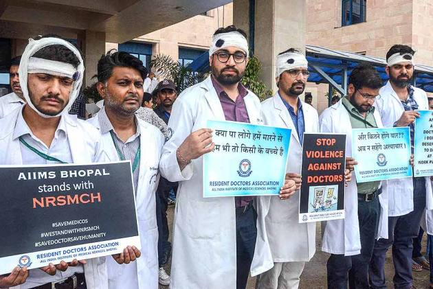 OPINION | It's Easy To Blame Doctors. Who Cares About India's Dilapidated Health Infrastructure?