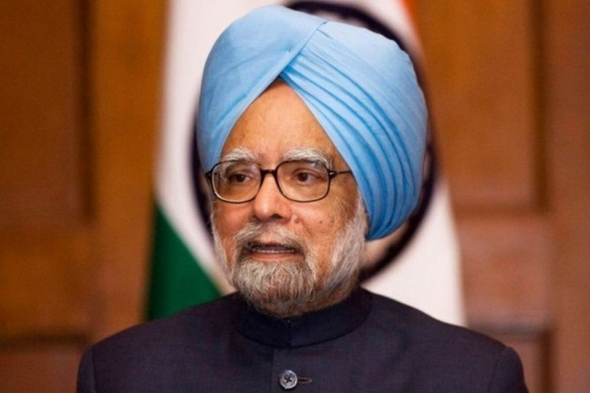 Congress CMs Meet Former PM Manmohan Singh To Discuss Issues To Be Raised At Niti Aayog Meet