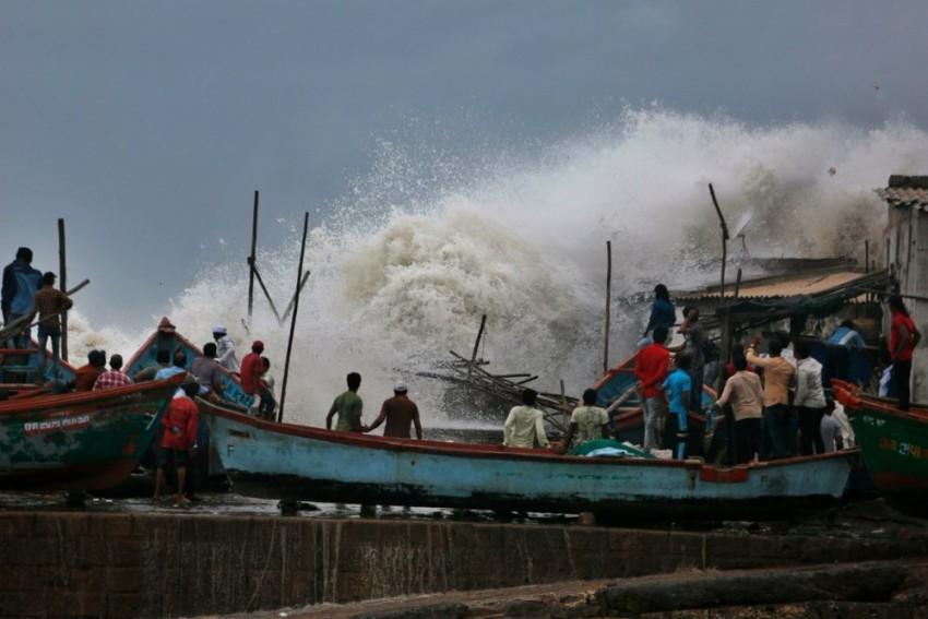 Cyclone Vayu To Recurve In Gujarat, Likely To Hit Kutch Next Week