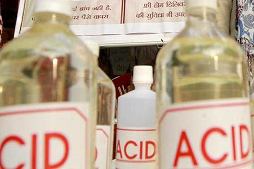 To Prevent Breakup, 19-Year-Old Delhi Girl Throws Acid On Boyfriend