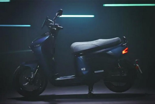 Yamaha's New Electric Scooter Features Swappable Batteries!