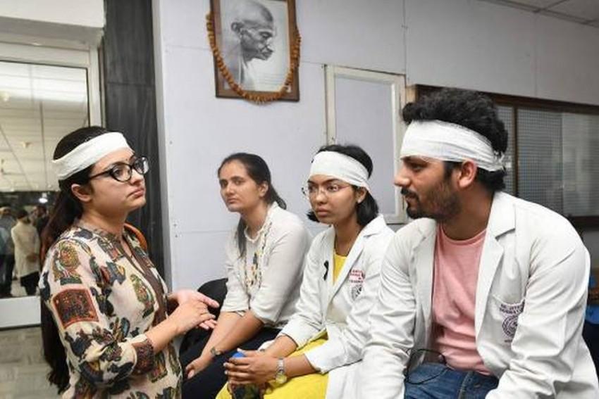 Delhi Doctors Resume Duties As Mamata Banerjee Assures Bengal Doctors Of Safety