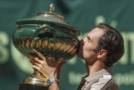Roger Federer Crushes David Goffin For 'Unbelievable' 10th Halle Open Title