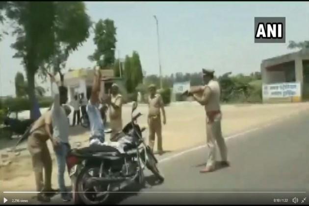 UP: Police In Badaun District Point Gun At People During Regular Vehicle Checking -- VIDEO