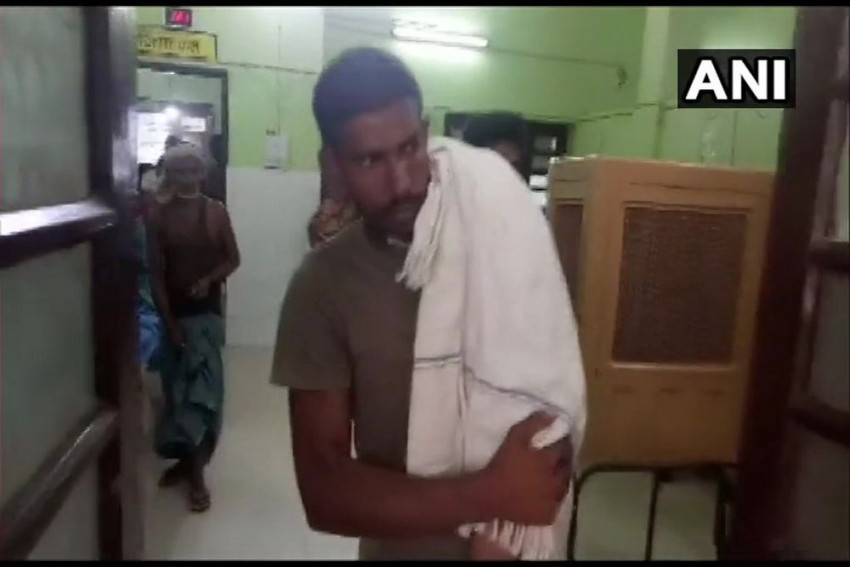 Bihar: Man Carries Son On Shoulder After No Ambulance At Hospital