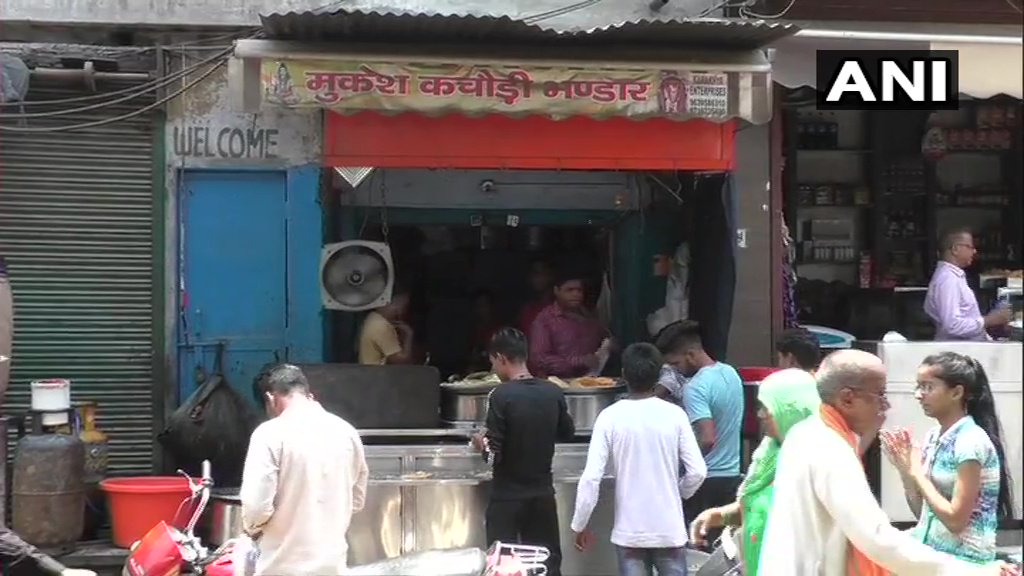 UP: Aligarh 'Kachori' Seller Who Earns 60 Lakh Per Year Gets Tax Notice