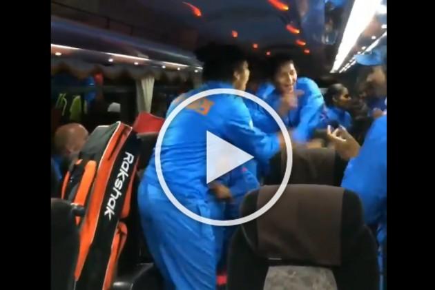 Indian Women's Hockey Team Dances To Shankar Mahadevan's Hindustani Song After FIH Series Final Triumph – WATCH