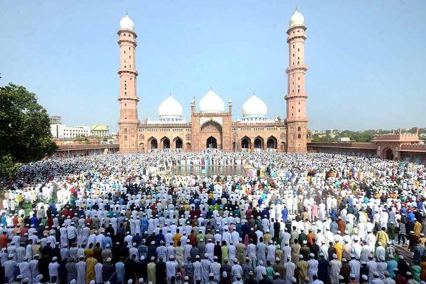 West Bengal: Three Muslim Men Pushed Off Moving Train For Not Chanting 'Jai Shri Ram'