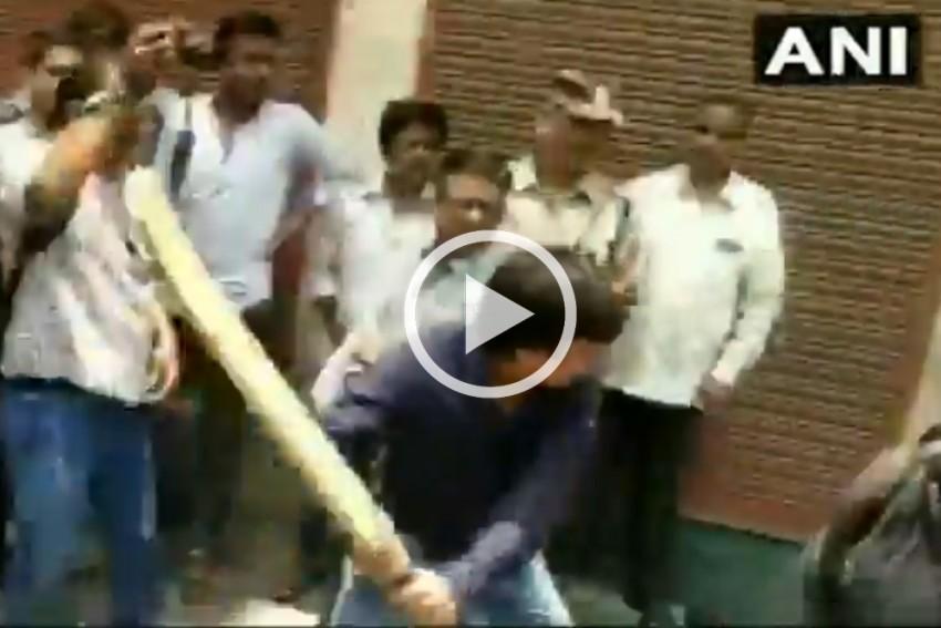 MP: BJP Leader Kailash Vijayvargiya's Son Arrested For Thrashing Govt Official On Duty
