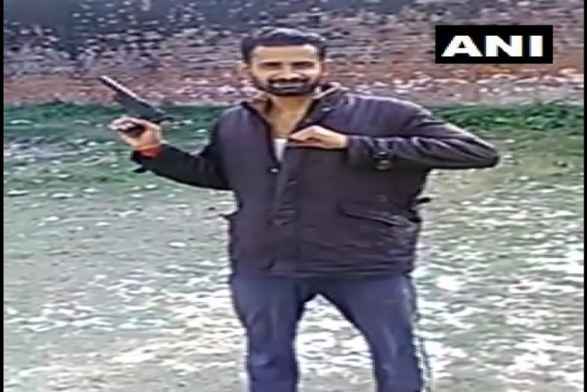 In UP's Unnao Jail, Inmates Seen Flashing Pistol, Govt Says It's Made Of 'Clay'
